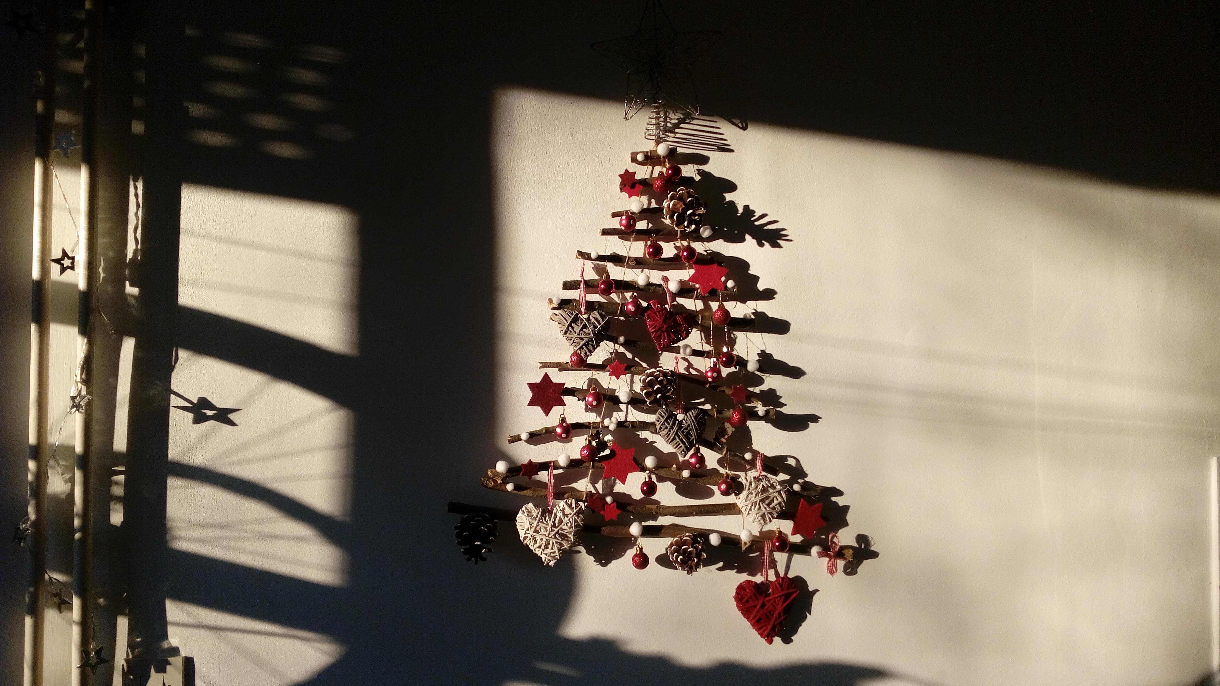 Božićno drvce na zidu