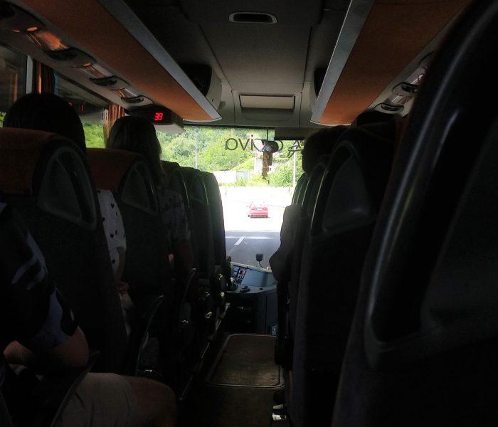 U autobusu….